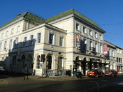 Queen's Theatre shuts down