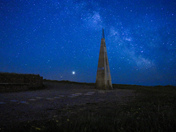 Geo needle with milky way and Jupiter